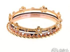 黄金手镯 优雅造型散发着婉约气质