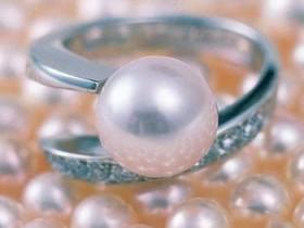温润典雅珍珠的首饰