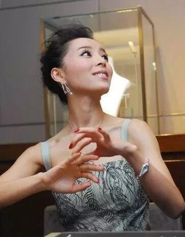 为什么不建议你去香港买珠宝玉石?