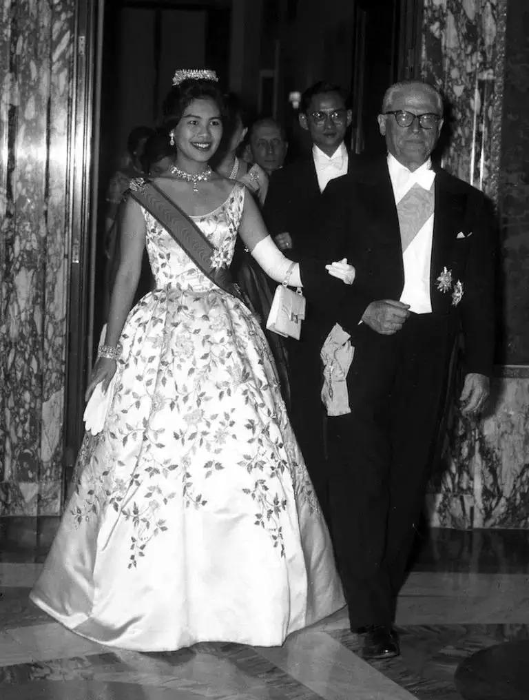曾经的亚洲最美王后的传奇人生