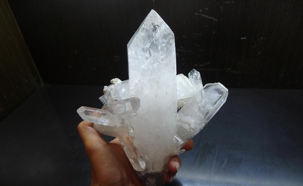 水晶石的特点有哪些图片