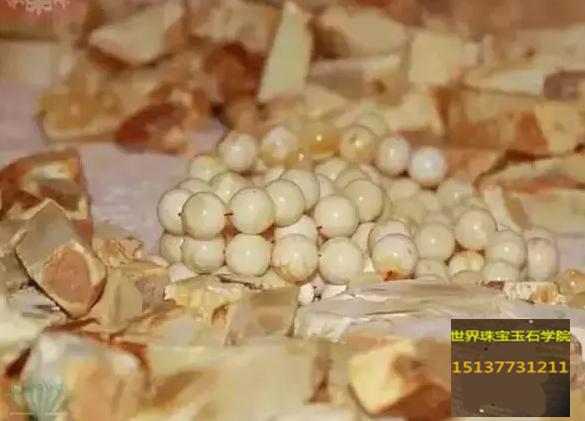 俄罗斯挖出3公斤巨大龙血琥珀 -玉器鉴定师培训核心内容