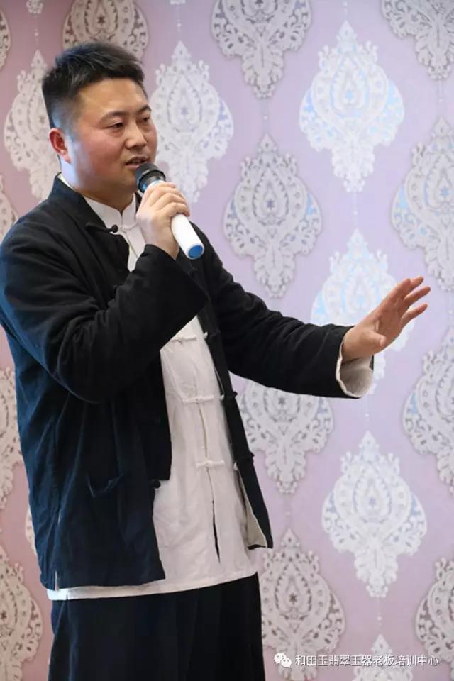珠宝鉴定专家崔涛以及他和珠宝玉器难舍难分的传奇