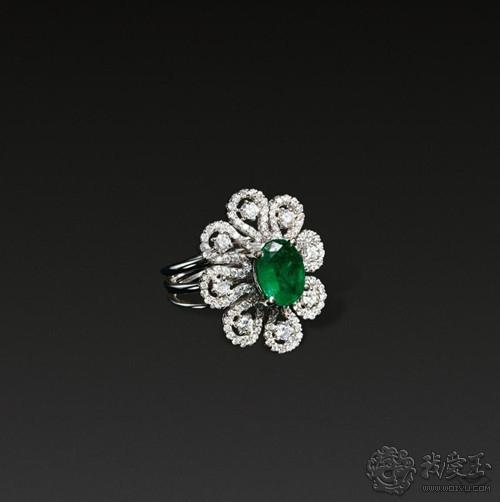 魅力宝石祖母绿 佩戴小技巧让你气质百变