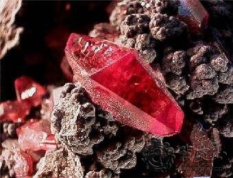 怎么区分出红色尖晶石与红宝石的不同